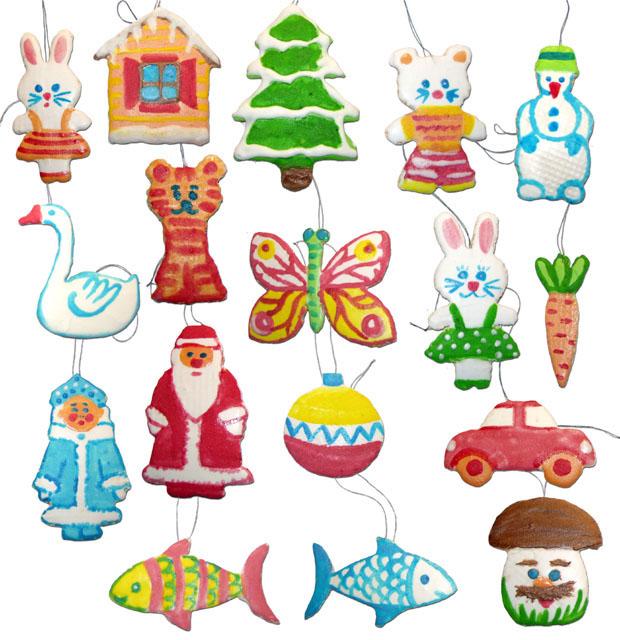 Готовые раскрашенные елочные игрушки из вафель